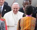 Papa Francisco a su llegada a Kenia. Foto: Reuters.