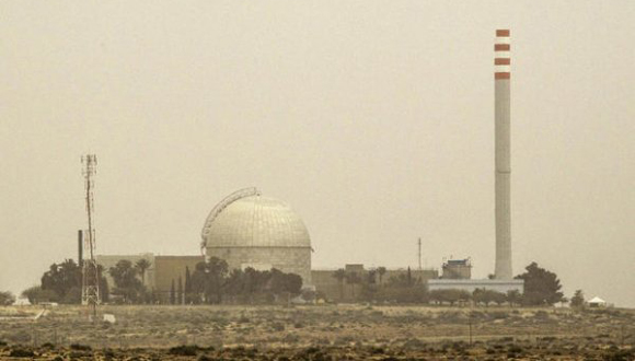 Imagen tomada el 8 de marzo 2014 muestra una vista parcial de la planta de energía nuclear de Dimona, en el sur del desierto del Negev de Israel (Foto: AFP)
