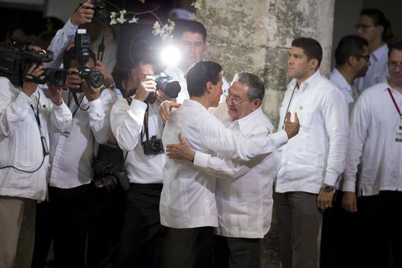 Presidente de México recibe a su homólogo de Cuba Raúl Castro