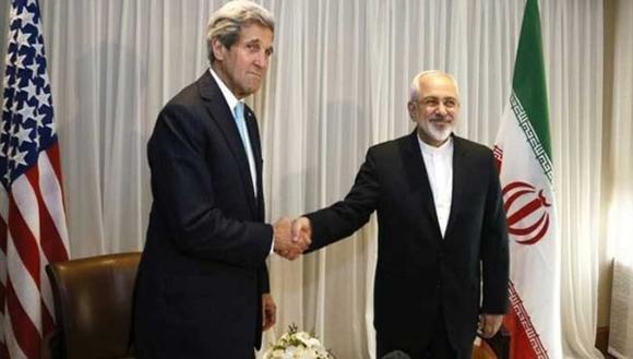 Secretario de Estado estadounidense John Kerry y canciller iraní, Mohamad Yavad Zarif durante negociaciones del acuerdo. Foto: Ap.