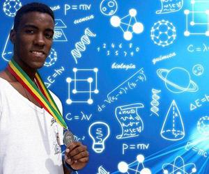 Álvaro Lagar Sosa (Santiago de Cuba, 1995) medallista iberoamericano de Química en 2013 y uno de los ganadores de la reciente edición de la Olimpiada Nacional Universitaria de Química (ONUQ). (Foto: Daymaris Martínez)