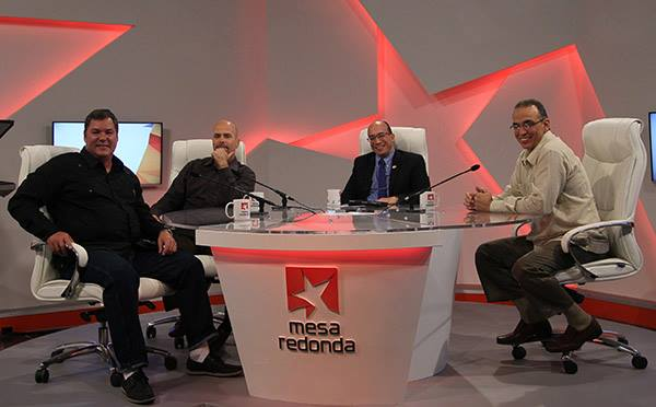 Gerardo, Ramón y Antonio en la Mesa Redonda, el 9 de enero de 2015. Foto: Ismael Francisco / Cubadebate