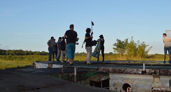 Preparación del video del joven realizador José Rojas. Foto: Marianela Dufflar/ Cubadebate.