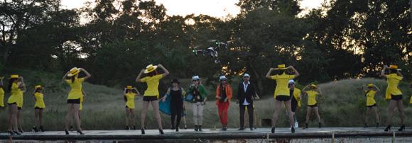 La coreografía ahora también con las bailarinas. Foto: Marianela Dufflar/ Cubadebate.