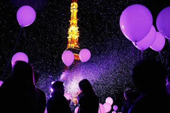 Suelta de globos frente a la torre de Tokio (Japón). Foto: Reuters
