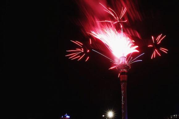 Celebraciones en la torre de comunicaciones de Auckland de Nueva Zelanda. Foto: Getty Images.