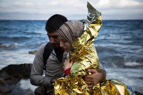30 de septiembre: una pareja Siria llega a la isla griega de Lesbos. Foto: Santi Palacios/AP.