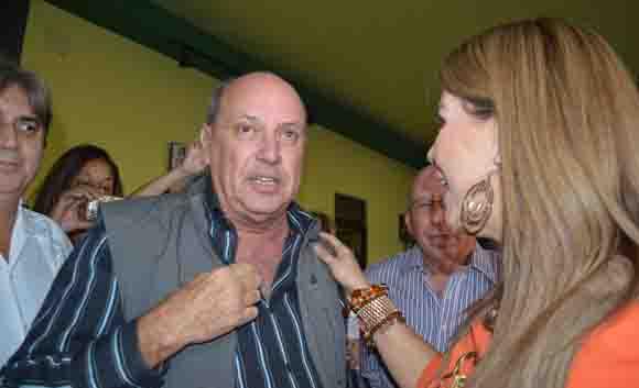 Olga Tañón conversa con el presidente del ICRT Danilo Sirio. Foto: Marianela Dufflar/ Cubadebate.