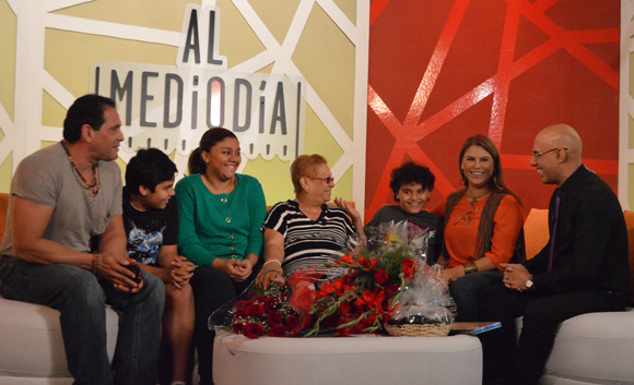 Olga Tañón presentó a toda su familia en Al Mediodía. Foto: Marianela Dufflar/ Cubadebate.
