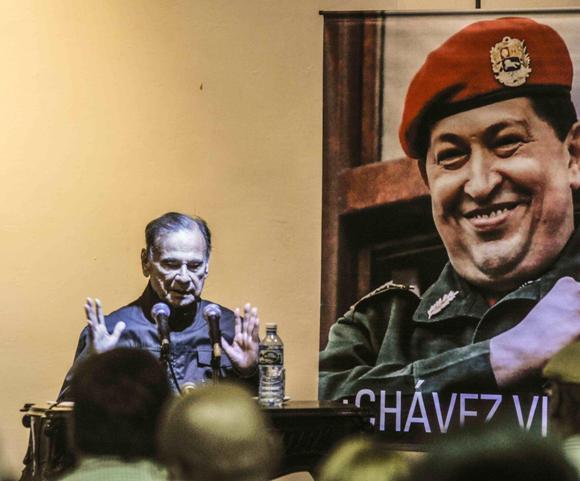 Alí Rodríguez Araque, embajador de la República Bolivariana de Venezuela en Cuba, durante el tributo a Hugo Chávez, por el Día del Amor y la Lealtad al Comandante Supremo, realizado en la sala Manuel Galich, de la Casa de las Américas. Foto: Oriol de la Cruz Atencio/AIN.