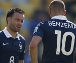 Benzema y valbuena durante un partido con la selección francesa. Foto tomada de Deportes Cuatro.