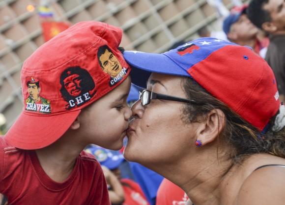 Cierre besos Caracas fotos Kaloian