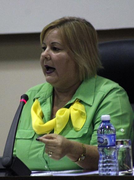 Mary Blanca Ortega, ministra de Comercio Interior, durante la sesión conjunta de Servicios, Agroalimentaria y Salud. Foto: José Raúl Concepción/Cubadebate.