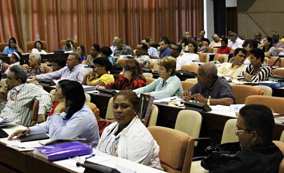 Tercera y última jornada de debates en la Asamble Nacional del Poder Popular. Foto: José Raúl Concepción/Cubadebate.