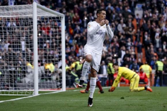 Cristiano Ronaldo celebra uno de sus goles contra la Real Sociedad. Foto: Reuters
