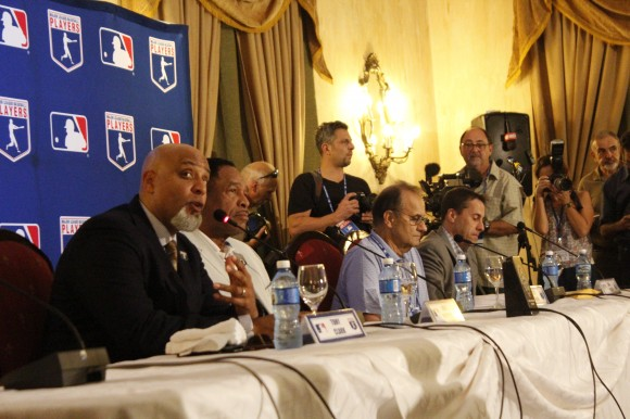Grandes Ligas de Béisbol a favor de nexos con Cuba