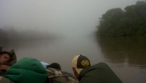 De madrugada en el Río Orinoco rumbo a operativo en comunidad apartada.