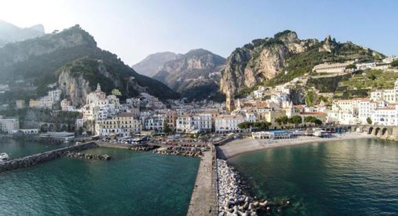Un usuario que se identificó como Dronarium tomó esta foto de Amalfi en la costa occidental de Italia.