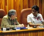 El General de Ejército Raúl Castro junto a Inés María Chapman, presidenta del Instituto Nacional de Recursos Hidráulicos. Foto: Estudios Revolución