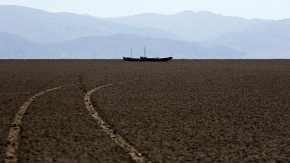 El gobierno de Evo Morales, caracterizado por su respeto y cuidado por la naturalez, emprende un plan para recuperar el lago. Foto: Reuters.