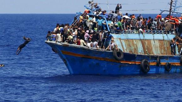 La OIM afirma que la cifra de inmigrantes que arriban a Europa podría llegar a un millón en las próximas horas, pese al duro frío y otras inclemencias del tiempo. Solo el martes último, cuatro mil 300 cruzaron de Turquía a Grecia. Foto tomada de Russia Today