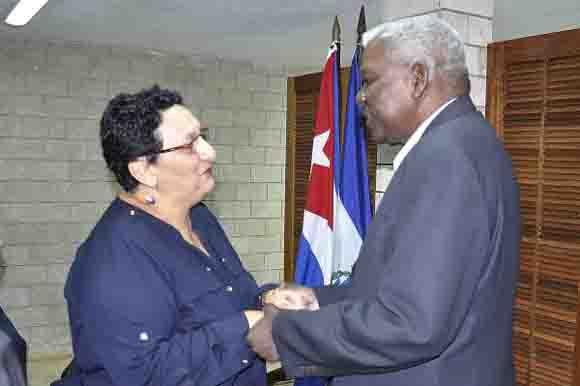 El diputado Esteban Lazo Hernández, presidente de la Asamblea Nacional del Poder Popular, recibe  a la diputada Lorena Peña Mendoza, presidenta de la Asamblea Legislativa de El Salvador. Foto: Tony Hernández/ACN.
