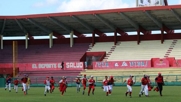 Los peloteritos matanceros disfrutaron de esta gran oportunidad durante dos horas. Foto: José Raúl Concepción/Cubadebate.