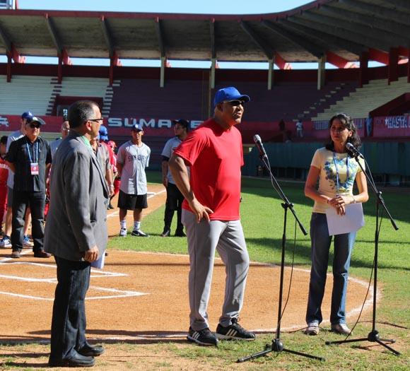 Por su parte, Pedro Medina remarcó la importancia de la visita de jugadores de Grandes Ligas a Cuba. Foto: José Raúl Concepción/Cubadebate.