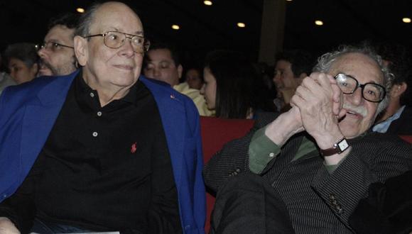 Alfredo Guevara junto al escritor Gabriel García Márquez, presidente de la FNCL, en La Habana