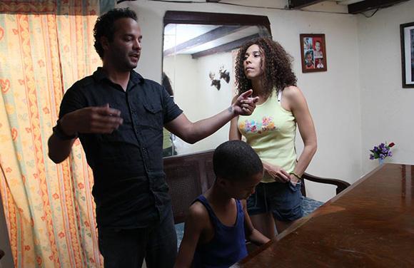 Jonal y Yuliet Cruz durante la filmación de la película.