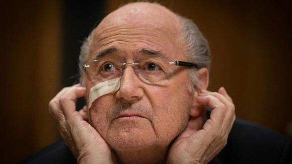 Joseph Blatter durante la conferencia de prensa posterior al anuncio de su suspensión por ocho años. Foto: EFE.