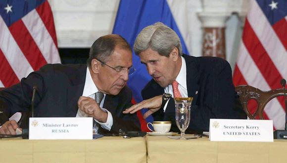 El Secretario de Estado de EE. UU., John Kerry (izq.) y el ministro de Relaciones Exteriores de Rusia, Serguei Lavrov se reunieron luego del acuerdo del Consejo de Seguridad sobre Siria. Foto: harles Dharapak/AP.