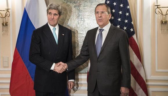 El Secretario de Estado de EE. UU., John Kerry (izq.) y el ministro de Relaciones Exteriores de Rusia, Serguei Lavrov ratificaron el acuerdo entre sus naciones sobre el plan de paz en Siria. Foto: Reuters. El Secretario de Estado de EE. UU., John Kerry (izq.) y el ministro de Relaciones Exteriores de Rusia, Serguei Lavrov se reunieron luego del acuerdo del Consejo de Seguridad sobre Siria. Foto: Reuters.