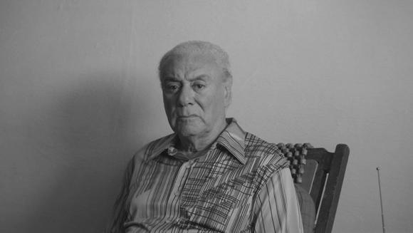 """Mario Balmaseda en fotograma de """"La obra del siglo""""."""