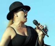 La cantante boricua Olga Tañón ofreció un concierto  en la plaza de la Revolución Antonio Maceo de Santiago de Cuba, acompañada por una orquesta compuesta músicos puertorriqueños y cubanos. Foto: Miguel Rubiera Justiz / ACN