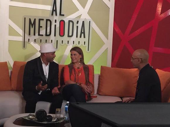 Olga Tañón y Descemer Bueno en el programa Al Mediodía de la televisión cubana. Foto: Tomada de suenacubano.com