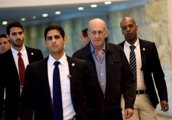 El ex primer ministro de Israel, Ehud Olmert, en la Suprema Corte de Jerusalén. Foto Reuters.