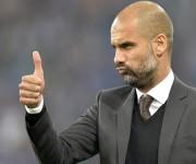 Pep Guardiola podría entrenar la próxima temporada en Manchester, aún no se conoce si será al United o al City. Foto: AP.