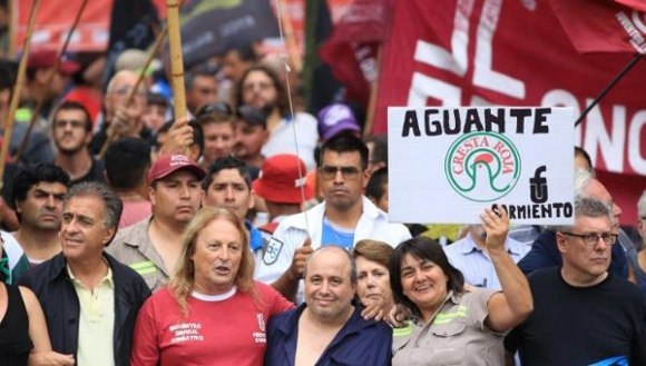 Protestan en la Plaza de Mayo en contra de las medidas de Macri.