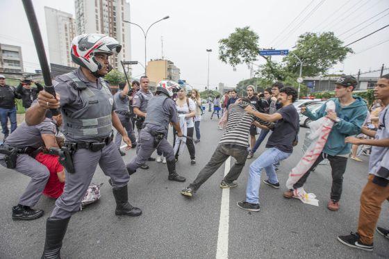 Represión escuelas