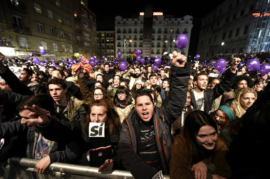 Seguidores de PODEMOS, único partido que propone un cambio real para España. Foto EFE.