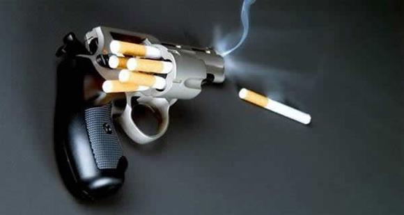 """""""Si comparamos las causas de la enfermedad con una ruleta rusa, entonces las razones internas son solamente una bala de seis. Los fumadores añaden en el cargador dos o tres balas más y aprietan el gatillo"""", apuntó el doctor"""