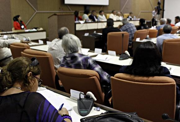 Tercera jornada del trabajo en Comisiones de la Asamblea Nacional del Poder Popular. Foto: José Raúl Concepción/ Cubadebate.