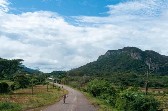 Ciclista cubano José Mojica durante la tercera etapa Soroa-Viñales (119 km) de la Titán Tropic Cuba de ciclismo de montaña el martes 8 de diciembre de 2015. FOTO de Calixto N. Llanes (CUBA)