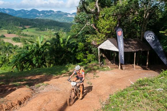 Ciclistas pedalea durante la cuarta etapa Viñales-Viñales (73 km) de la Titán Tropic Cuba de ciclismo de montaña el miércoles 9 de diciembre de 2015. FOTO de Calixto N. Llanes/Juventud Rebelde (CUBA)