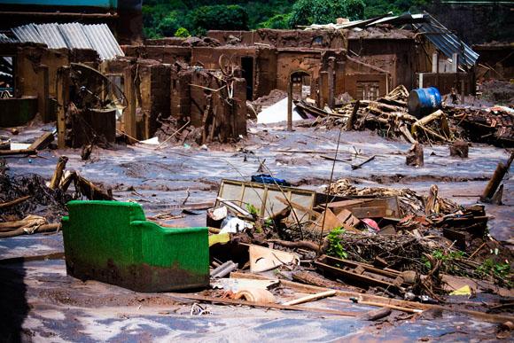 el distrito de Bento Rodrigues fue borrado del mapa luego del rompimiento de las represas de la minera Samarco. Foto. Brasil de Fato.