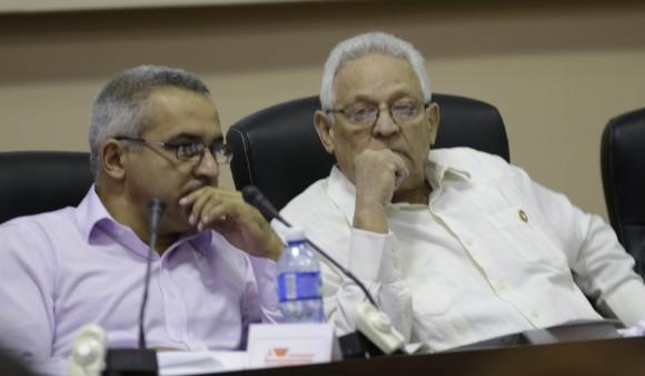 Trabajo en Comisiones de la Asamblea Nacional del Poder Popular.  Rodolfo Alarcón, Ministro de Eduación Superior en la Comisión de Educación. Foto: Ismael Francisco/Cubadebate.