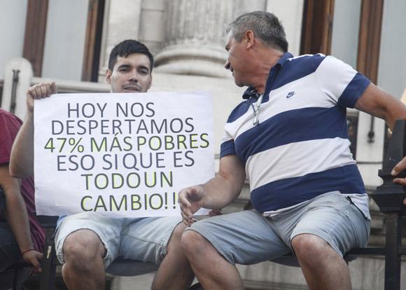 """La devaluación de la moneda argentina, uno de los primeros """"logros"""" de Macri. Foto: Kaloian/Cubadebate."""
