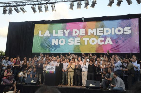 """""""Cuando hay gobierno populares, los grupos mediáticos concentrados articulan la estrategia de la derecha para desgastarlos y desestabilizarlos, pero cuando hay gobiernos que representan sus intereses, trabajan como blindaje para que avancen, esto último es lo que está sucediendo hoy"""", expresó Martín Sabbatella, presidente de La Autoridad Federal de Servicios de Comunicación Audiovisual (AFSCA). Foto: Kaloian/Cubadebate."""