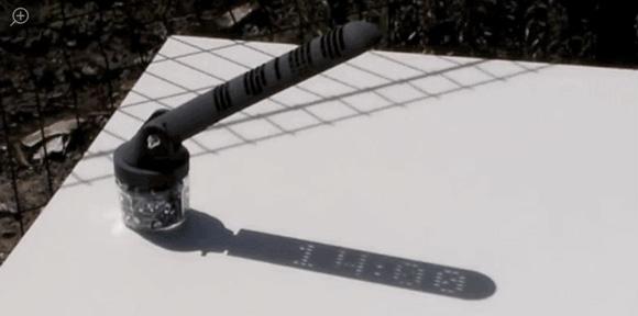 Reloj de sol que funciona como digital.